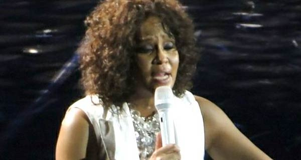Whitney Houston abusata dalla cugina Dee-Dee Warwick