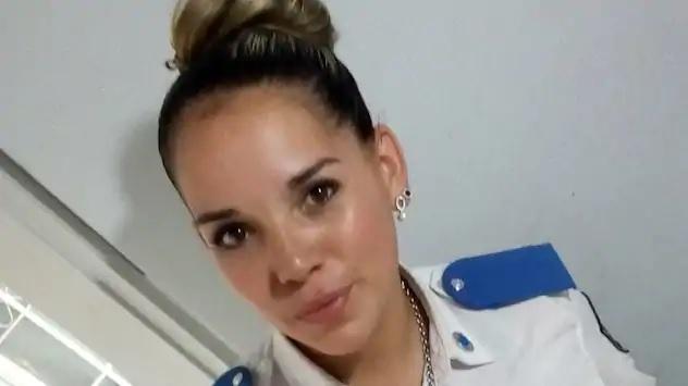 Argentina poliziotta allatta al seno un neonato malnutrito