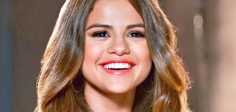Selena Gomez bellissima al matrimonio della cugina